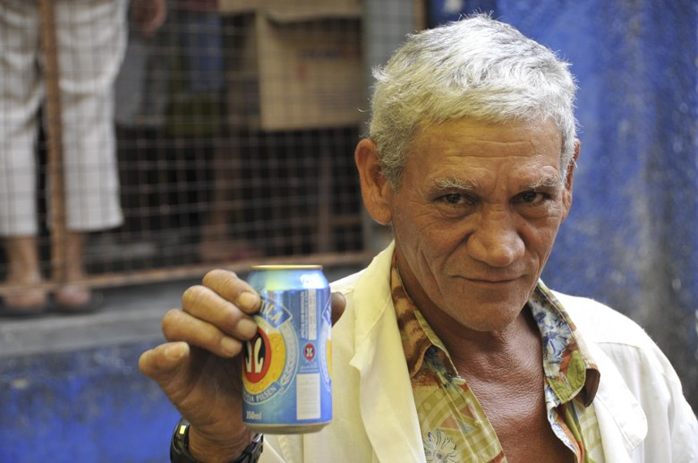 favela rocinha man with beer