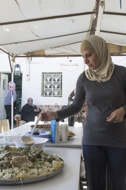 jordanian woman mansaf
