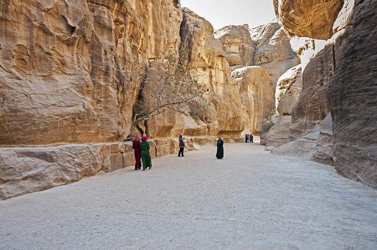Petra-Women-on-the-Siq-Path