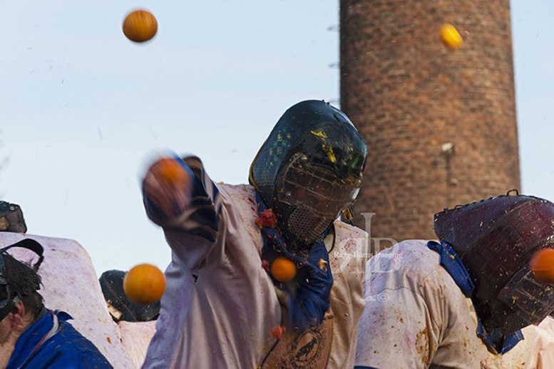 ivrea carnival oranges battle