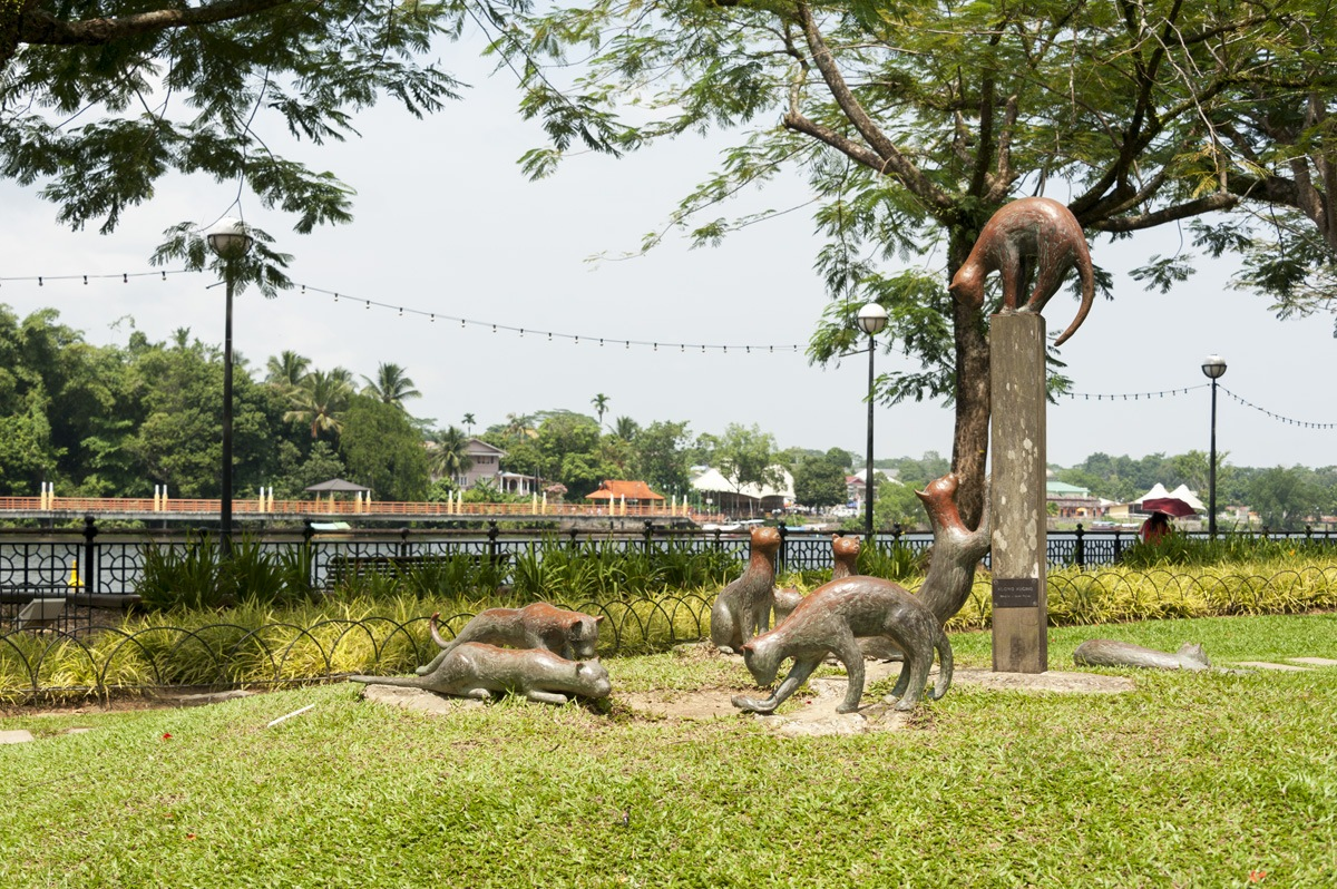 kuching cat city sculpture