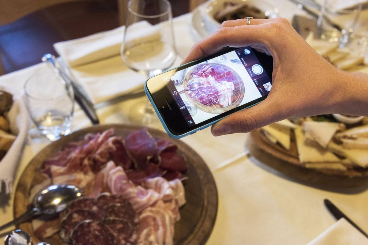 chiavenna crotto ombra photographing food