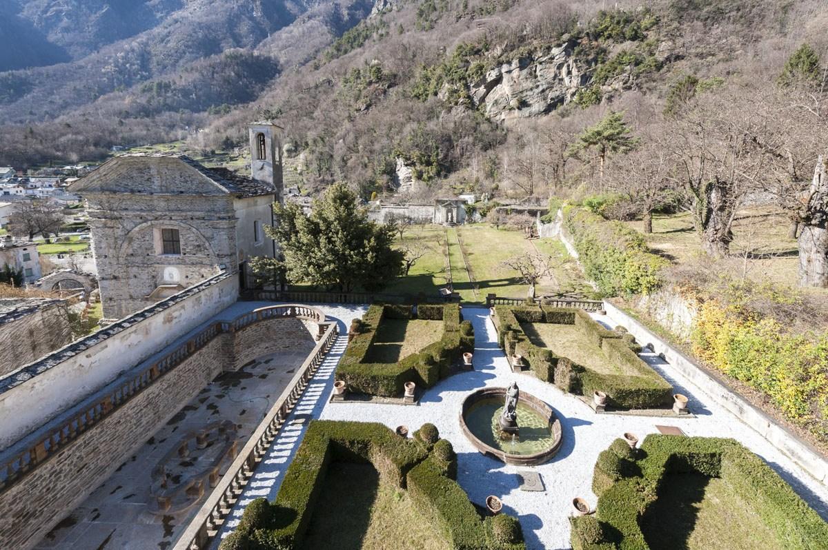 palazzo vertemate franchi gardens above