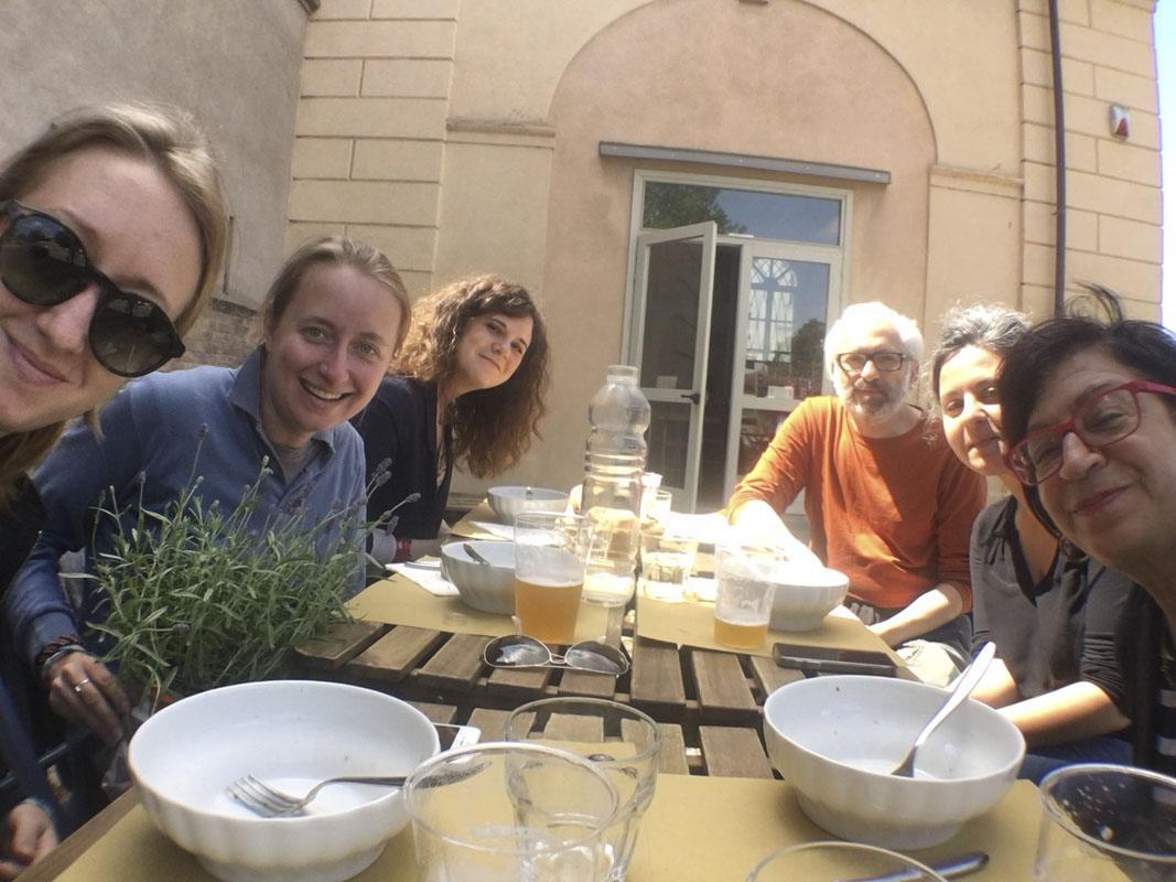 reggio emilia via roma selfie