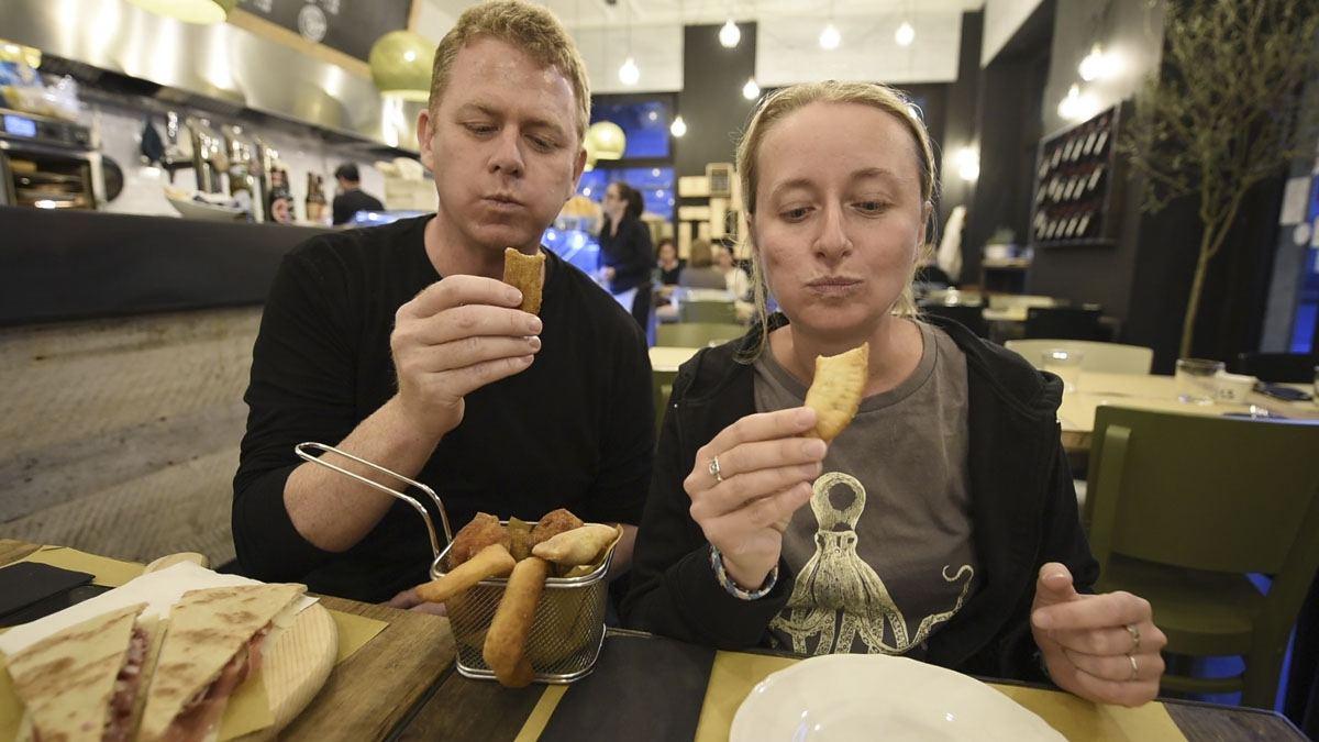 Pretesto milan street food panzerotti eating