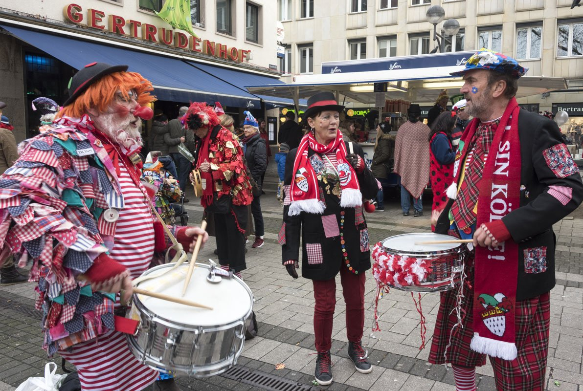 cologne carnival sunday drummers