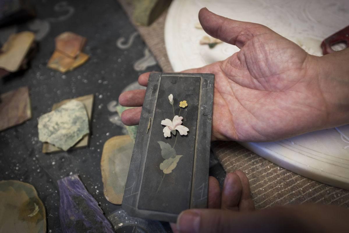 simone fiordelisi mosaico fiorentino hands