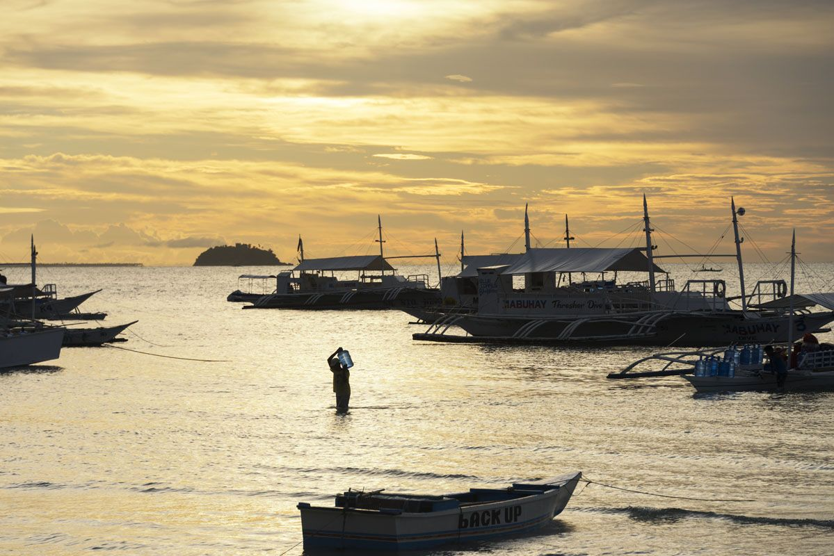 Philippines-Malapascua-yellow-sunset-boats