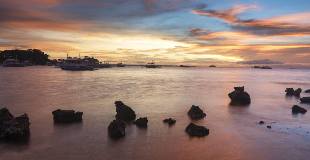 Philippines-Malapascua-pink-sunset-rocks