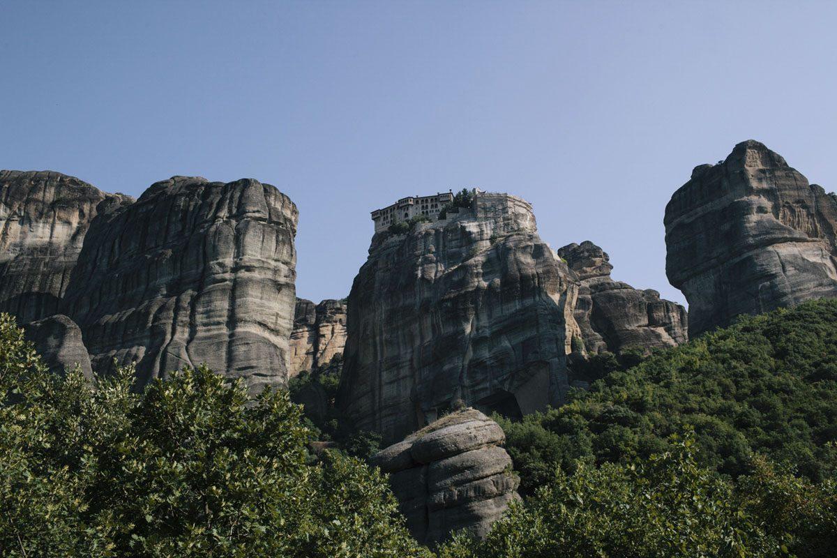 meteora monasteries rocks