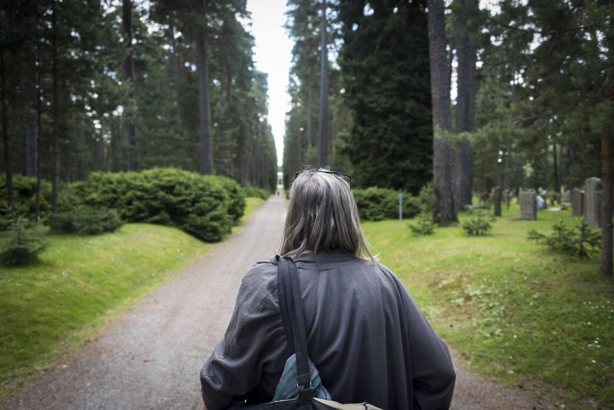 Skogskyrkogarden path