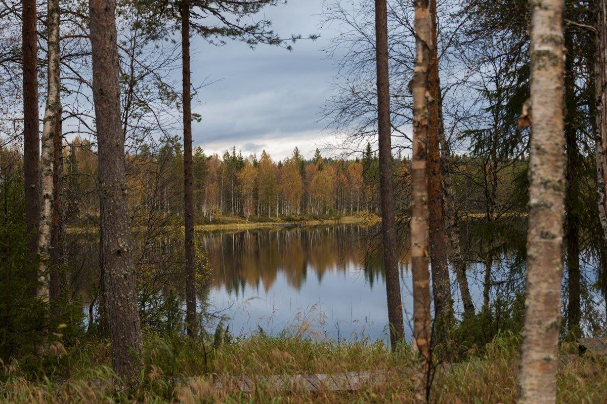 isokenkaisten-klubi-lake-autumn
