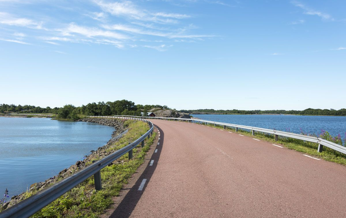 hiking-aland-islands-pink-roads