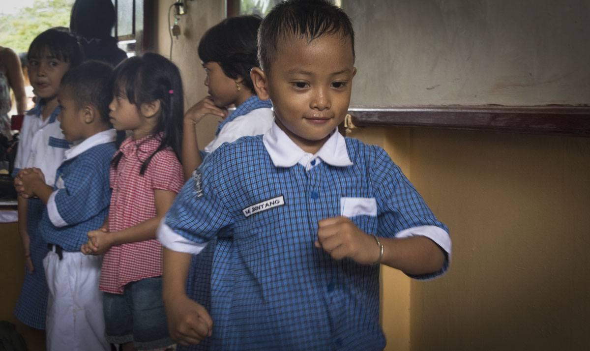 raja-ampat-waisai-school-boy