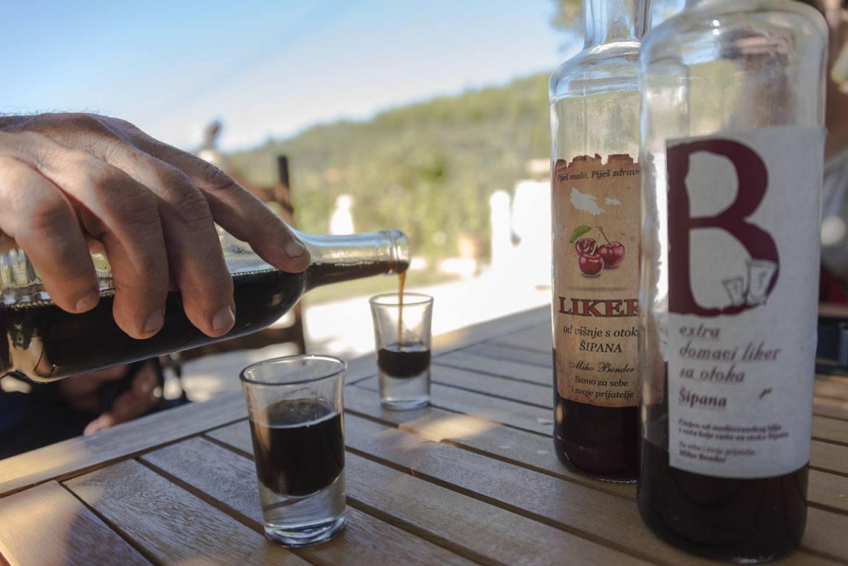 sipan-croatia-olive-oil-liqueur