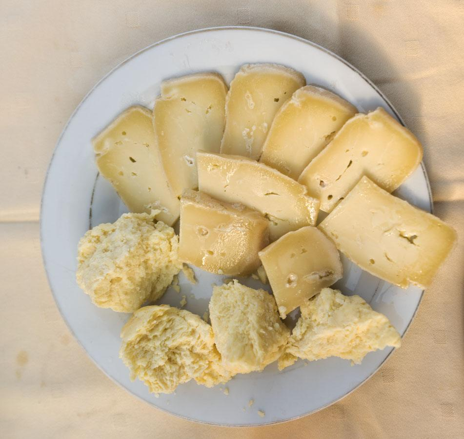what-to-eat-in-herzegovina-cheese-in-oil