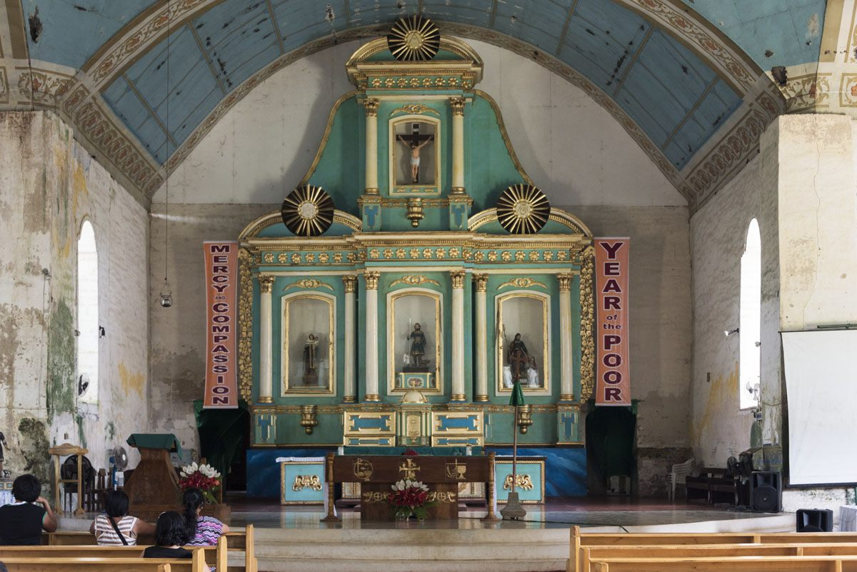 Philippines-Siquijor-lazi-church-altar