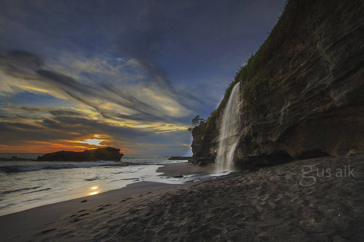 melasti beach cliffs