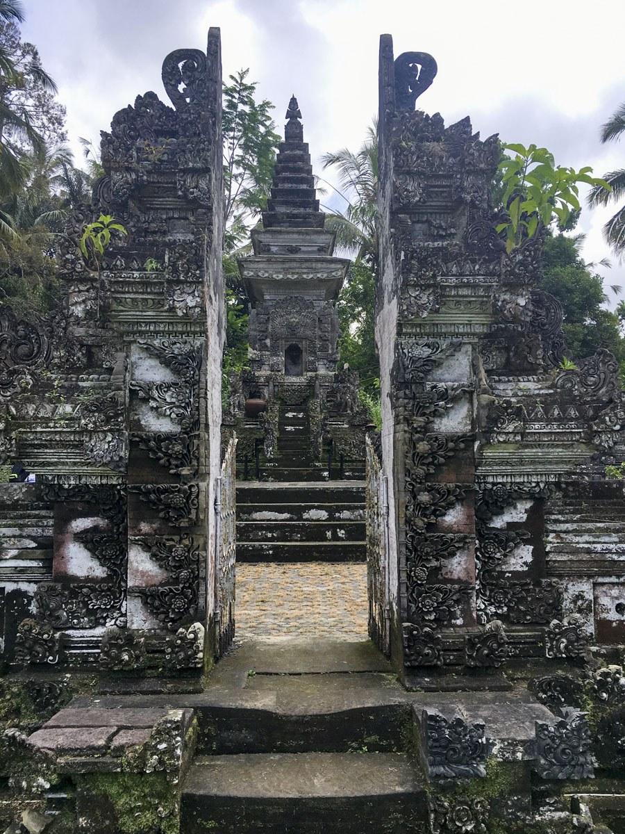 penglipuran bali monument 1