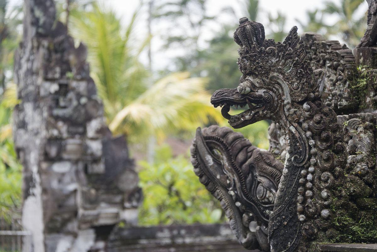 penglipuran village statues