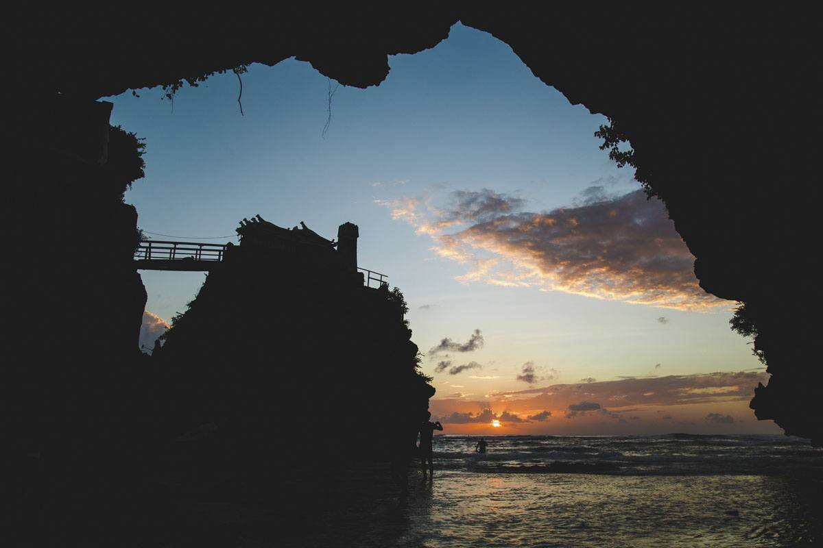 suluban beach caves