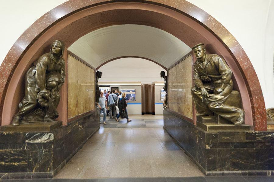 moscow metro revolutsia