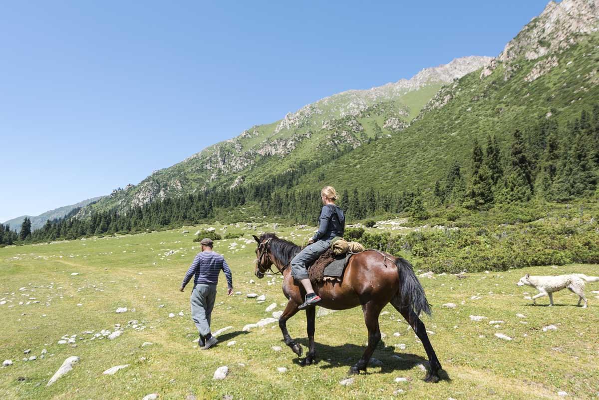kyrgyzstan horse hiking