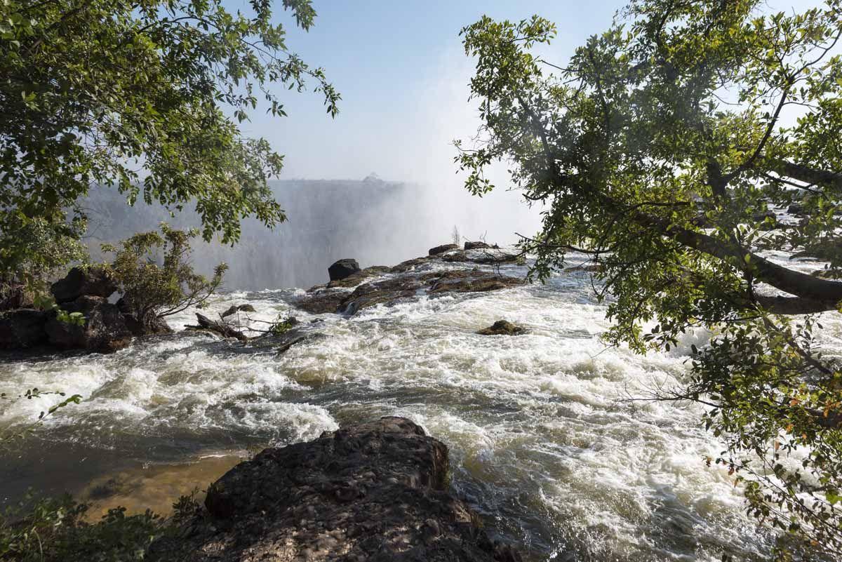 victoria falls livingstone island