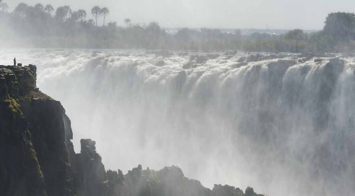 victoria falls zim from zambia