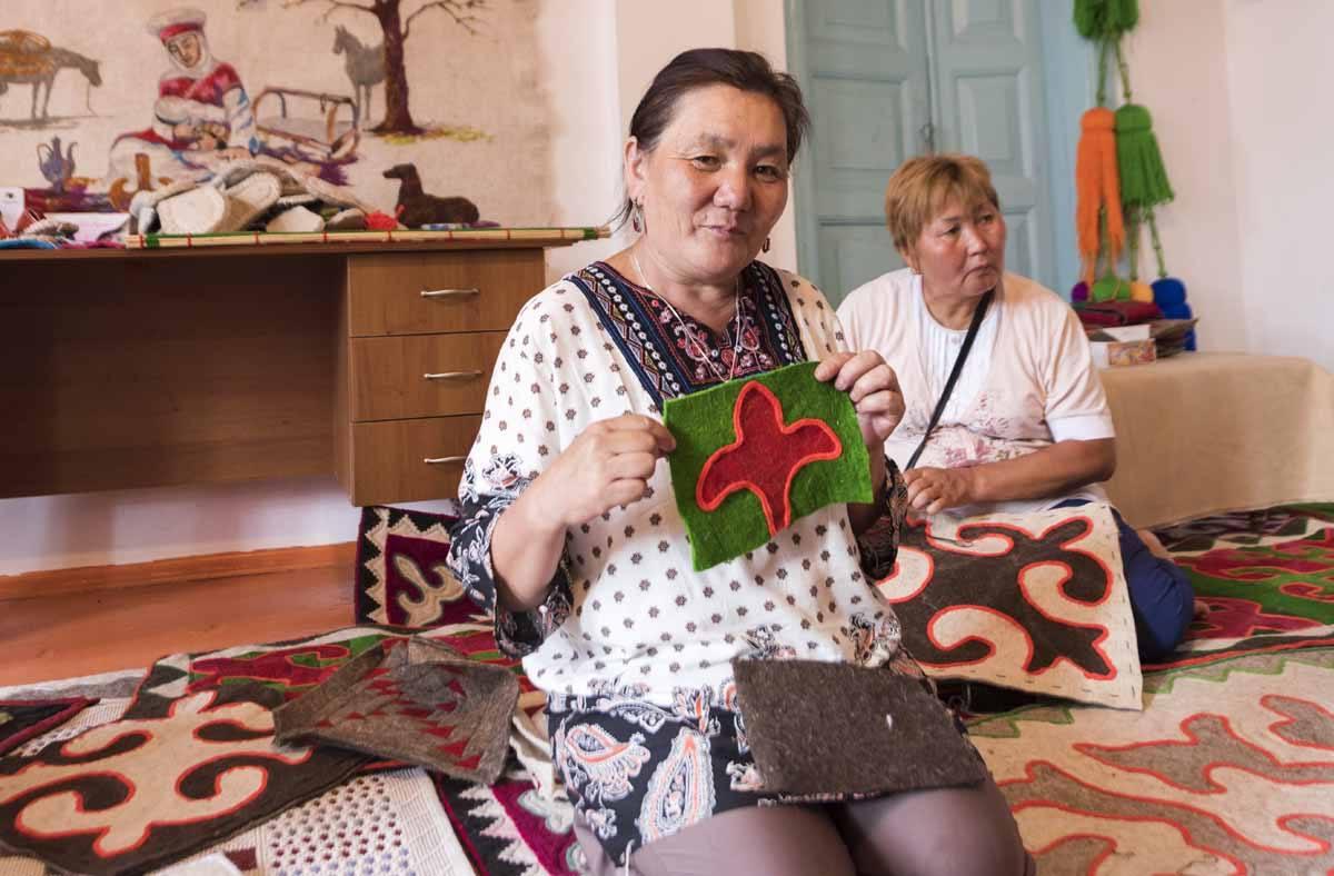 kyrgyzstan shyrdak carpet damira