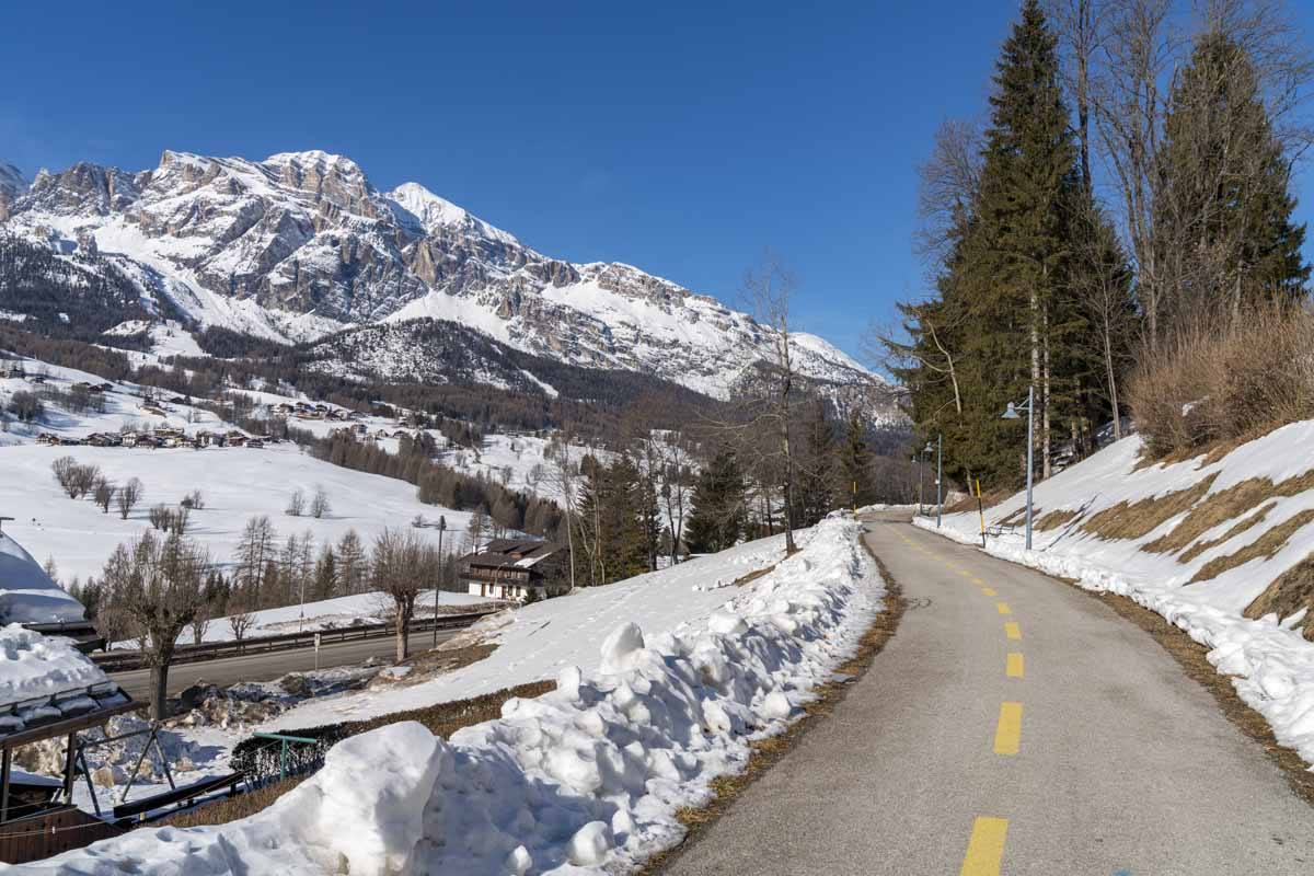 what to do in cortina winter hiking