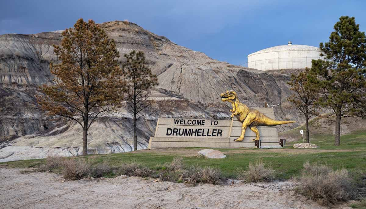 drumheller entrance sign