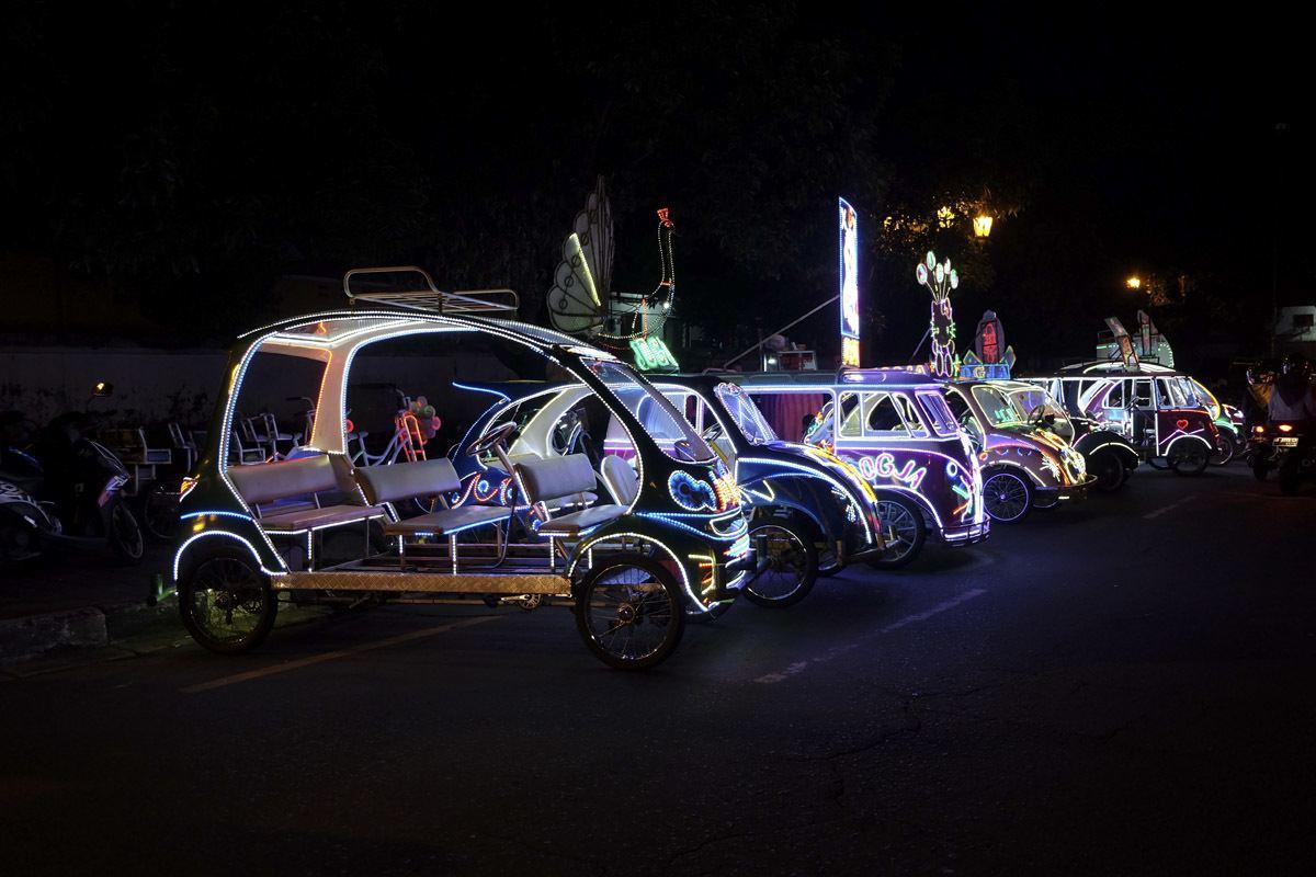 yogyakarta at night pedicab