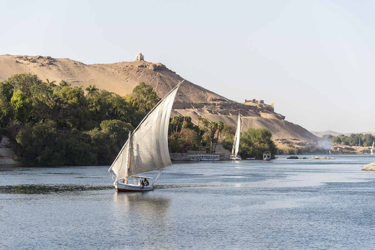 things to do in aswan nile felucca trip