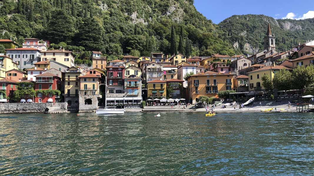 lake como village from water