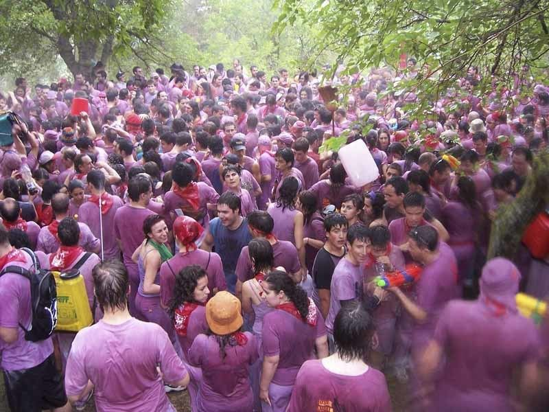 spanish-festivals-wine-battle
