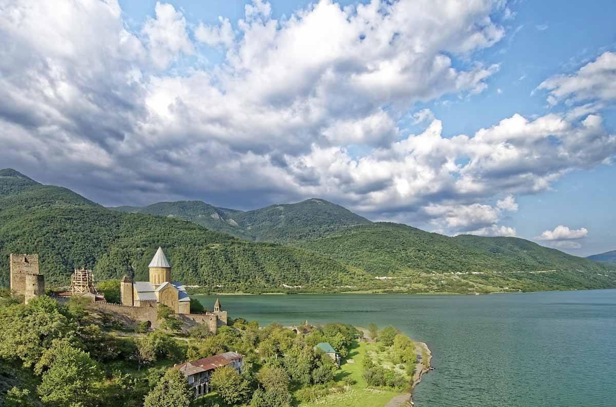 ananuri fortress georgia