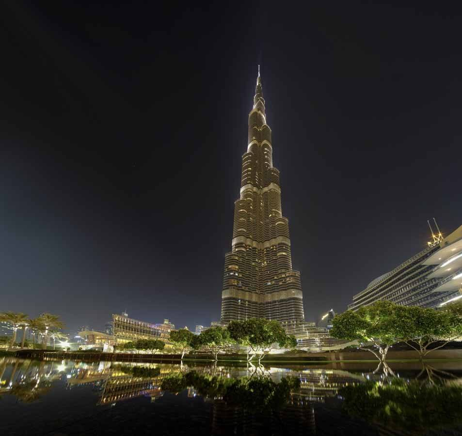 burj khalifa at night with lights