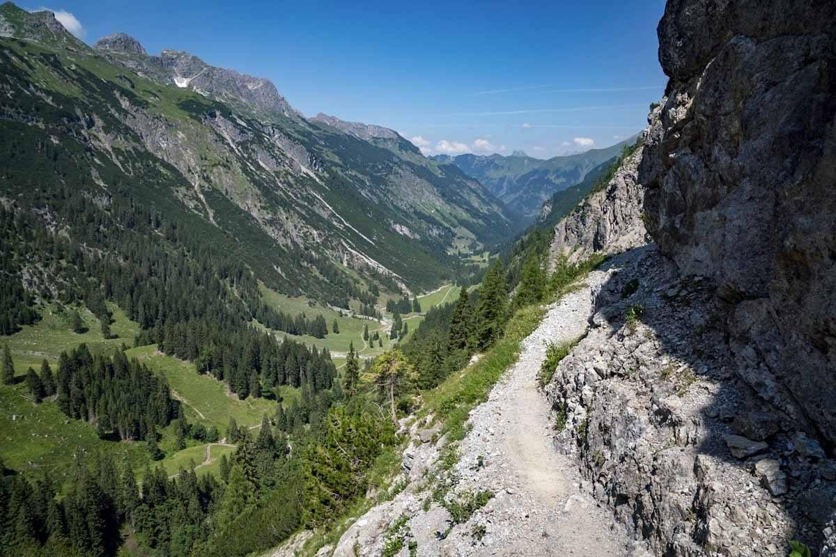 Schrofenpass path
