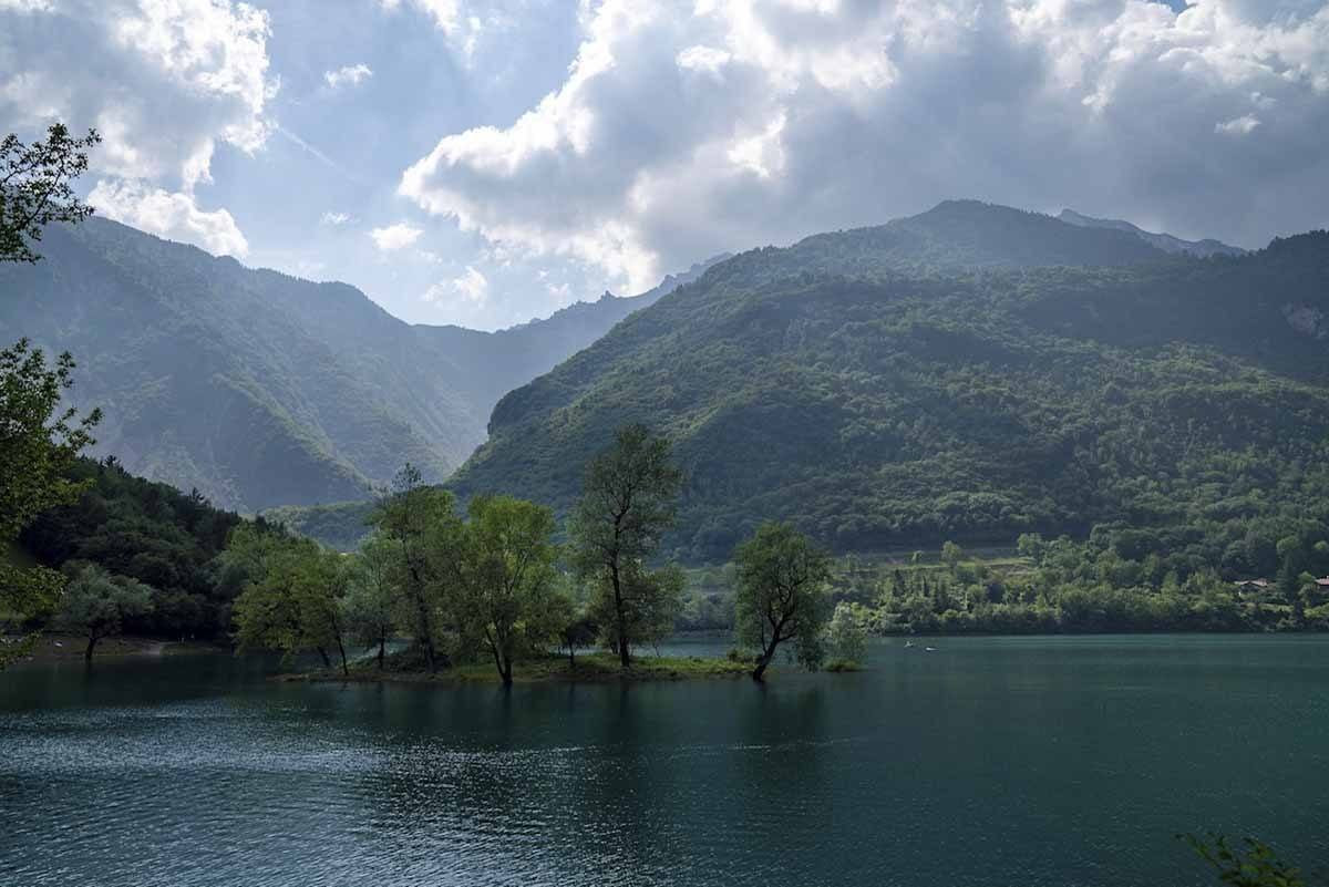 lake tenno water