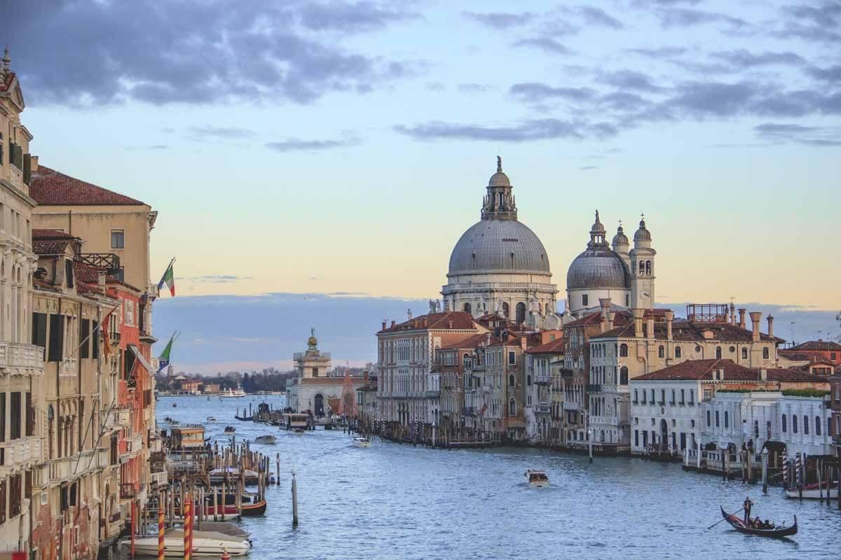 Milan au grand canal de Venise