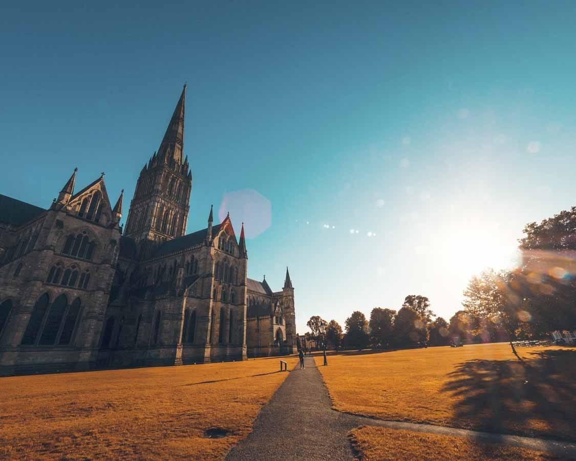 salisbury cathedral sun