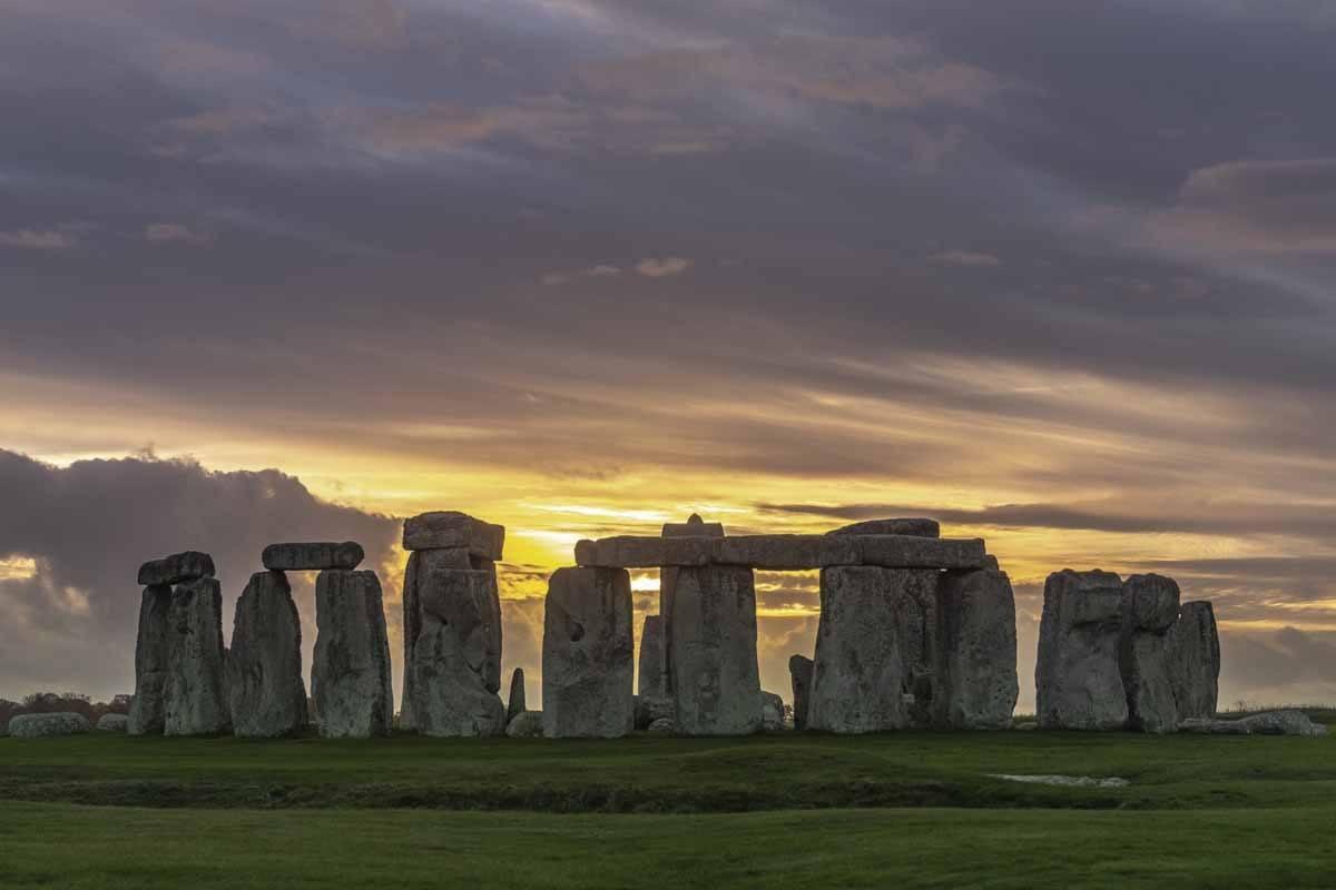 visit stonehenge sunset