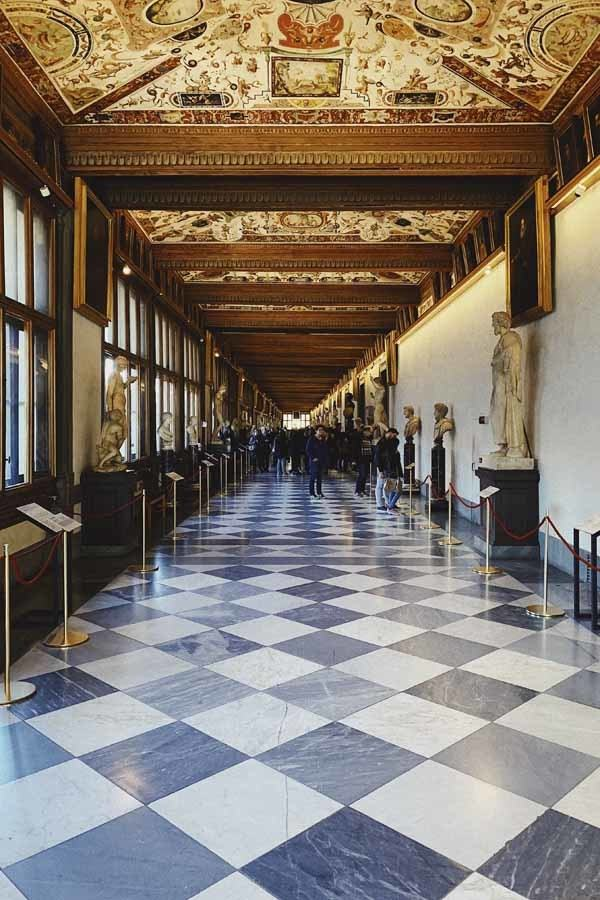 uffizi gallery inside corridor