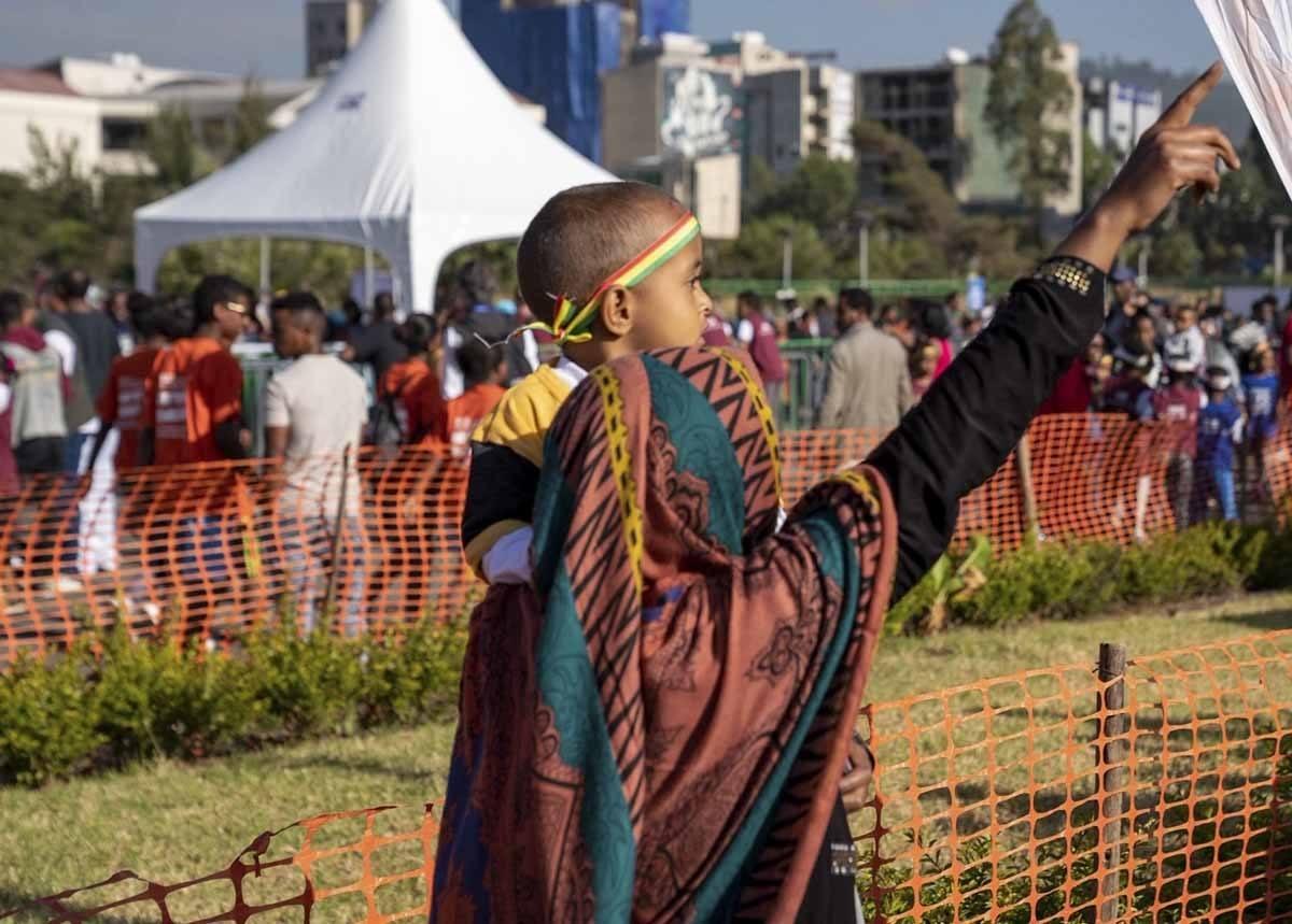 great ethiopian run children races mum baby