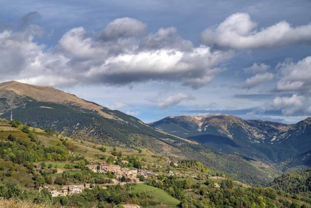 tregura pyrenees hiking