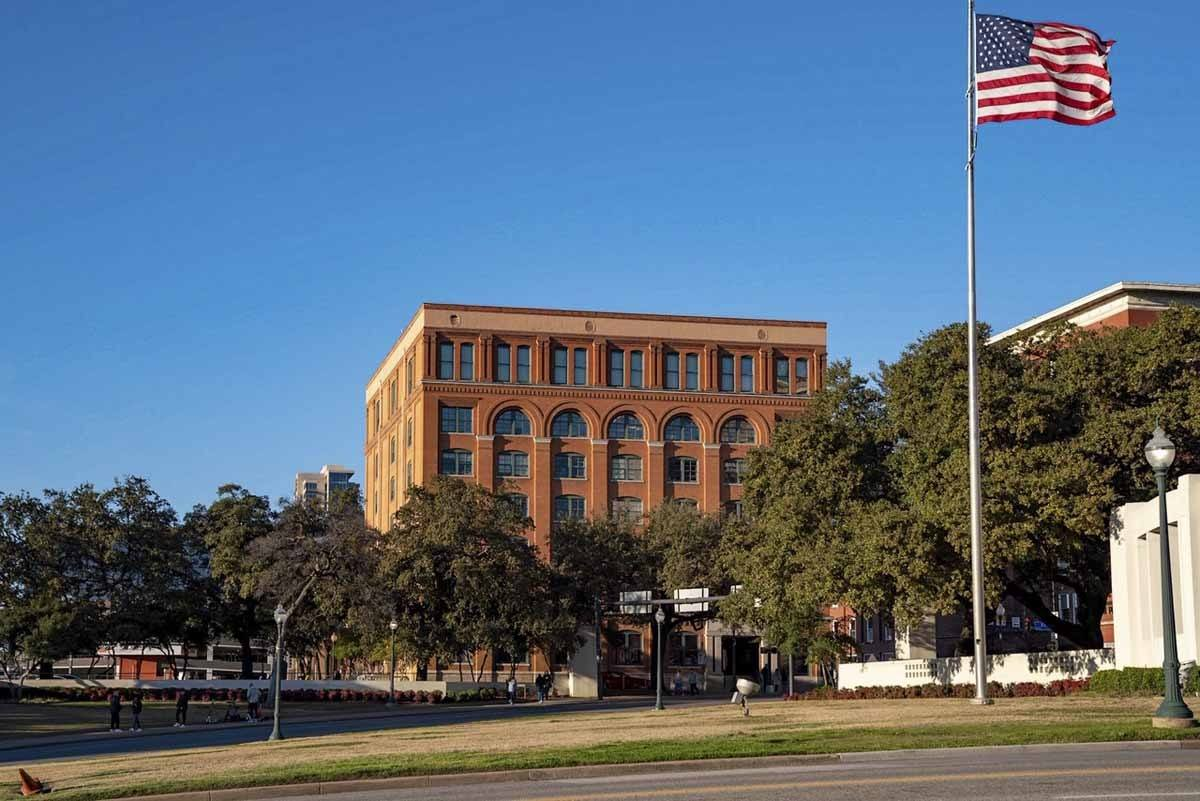 dallas dealey plaza