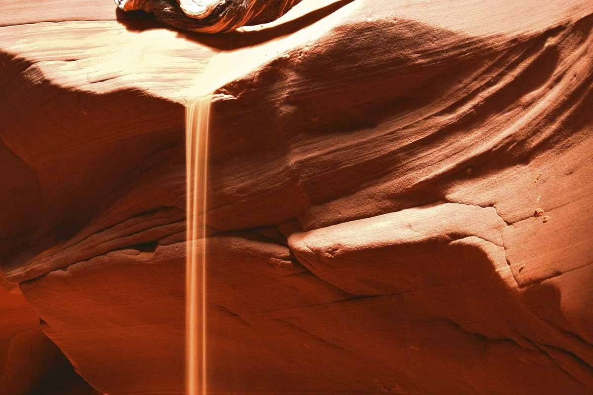 upper-antelope-canyon-cascading sand