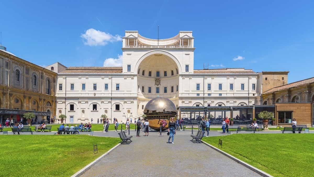 vatican-museums-entrance