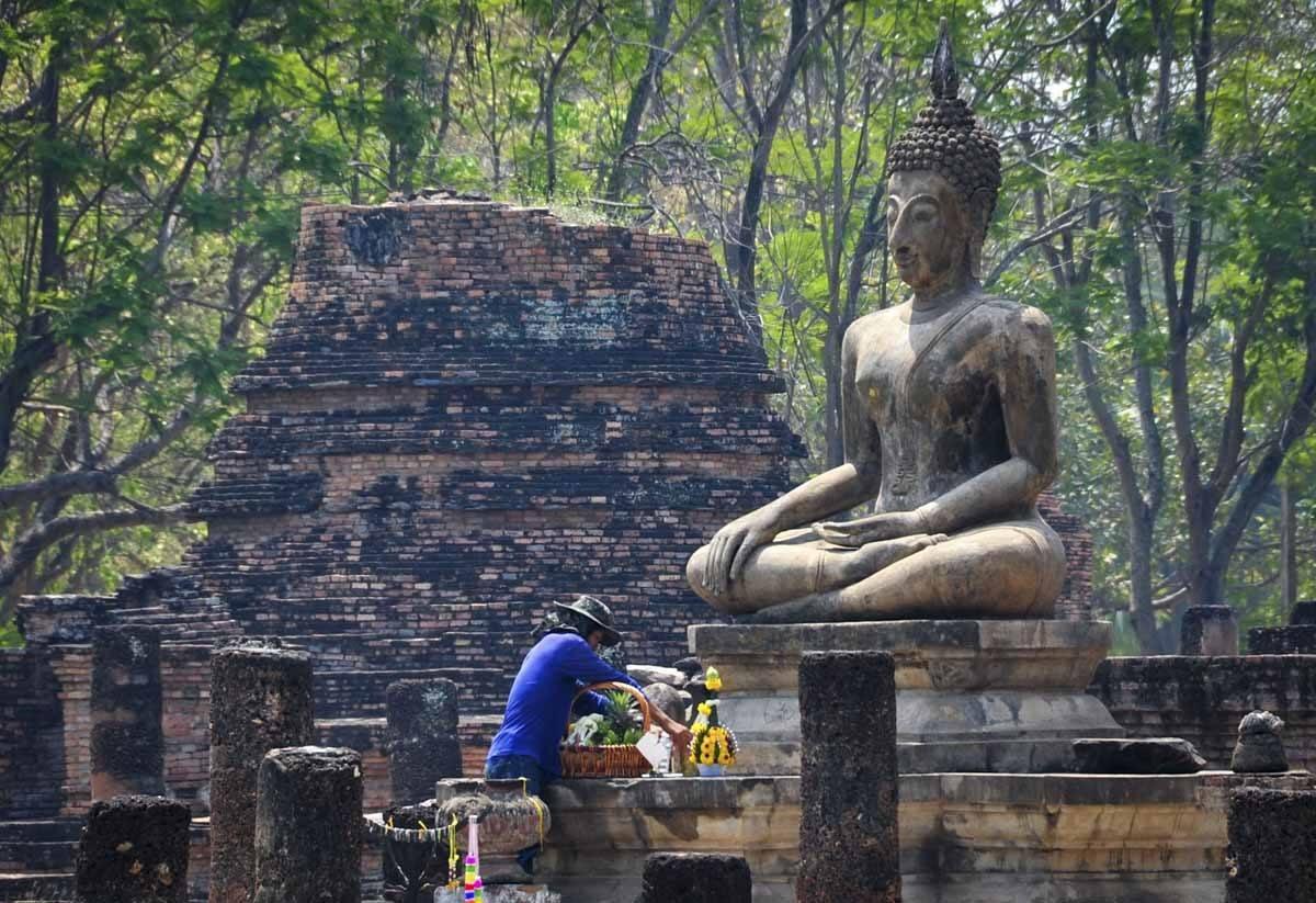 Bouddha sukhothai fourni